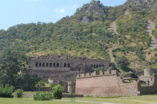 bhangard-fort_alwar